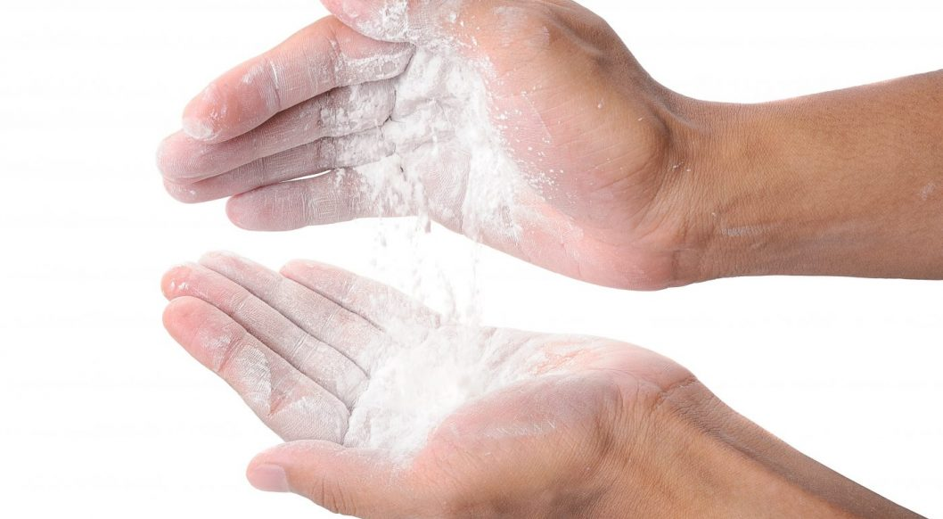 how to use talcum powder for men featured picture
